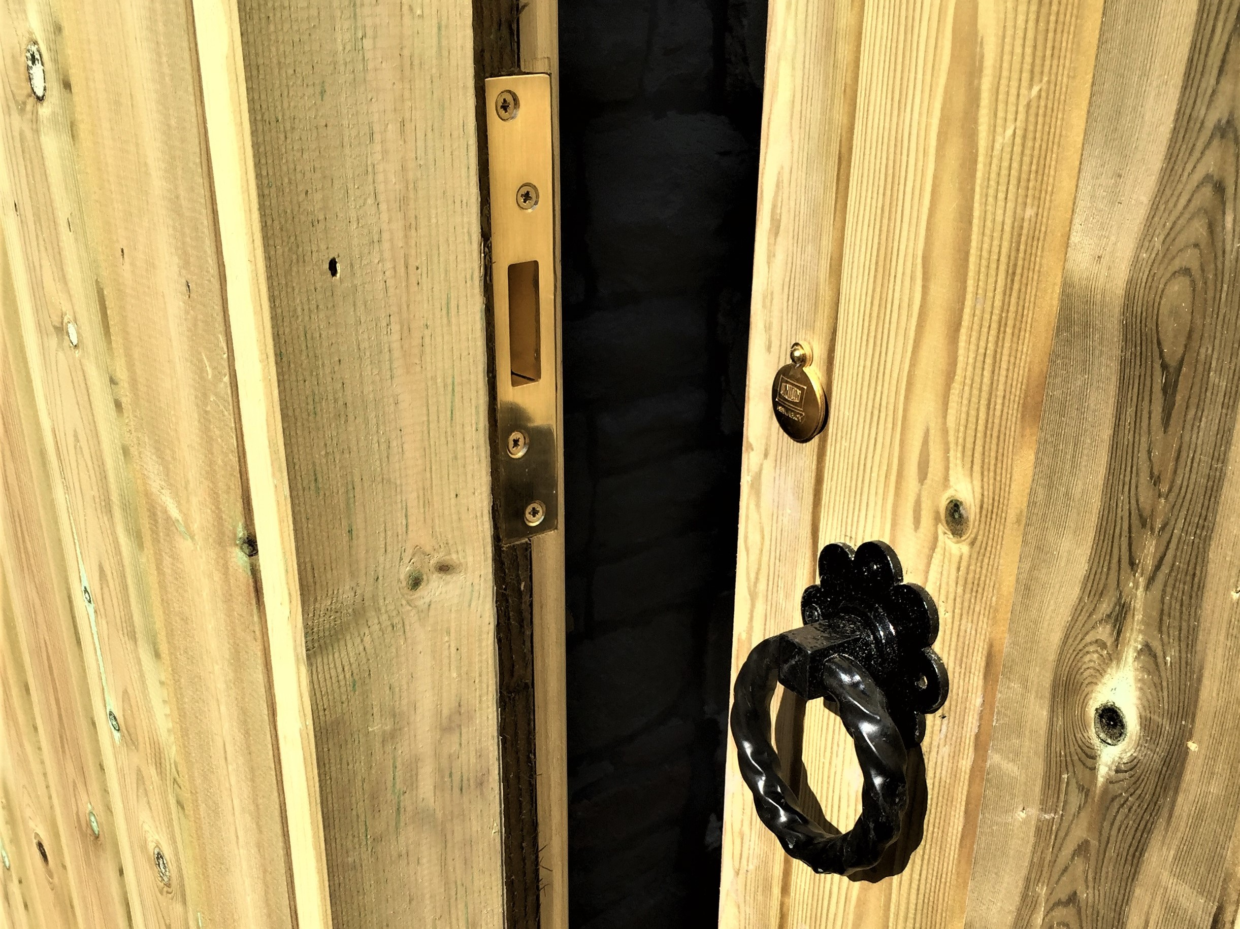 Deadlock fitted to tongue and groove gate